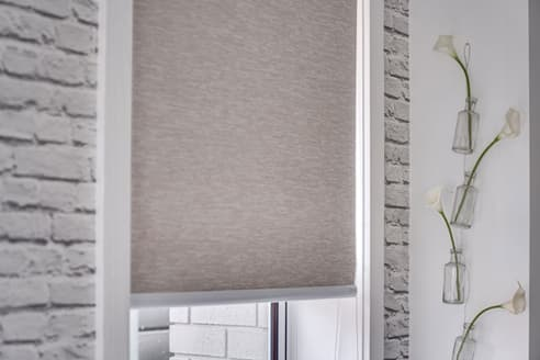 Sunscreen roller blinds hung in recess