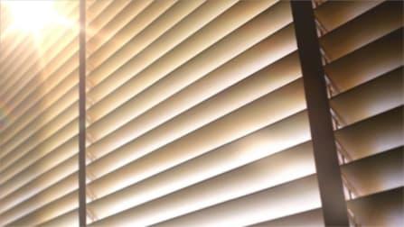 Venetian blinds illuminated by the glare of the sun